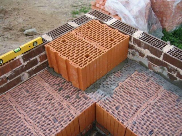 Кладка керамических блоков от